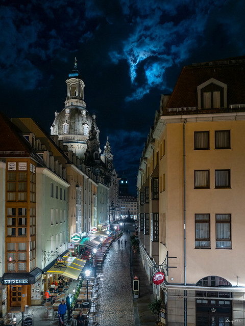 Moon Over Münzgasse