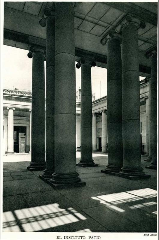 Patio del Instituto o Palacio Universitario del Cardenal Lorenzana en los años 20. Foto Aldus.