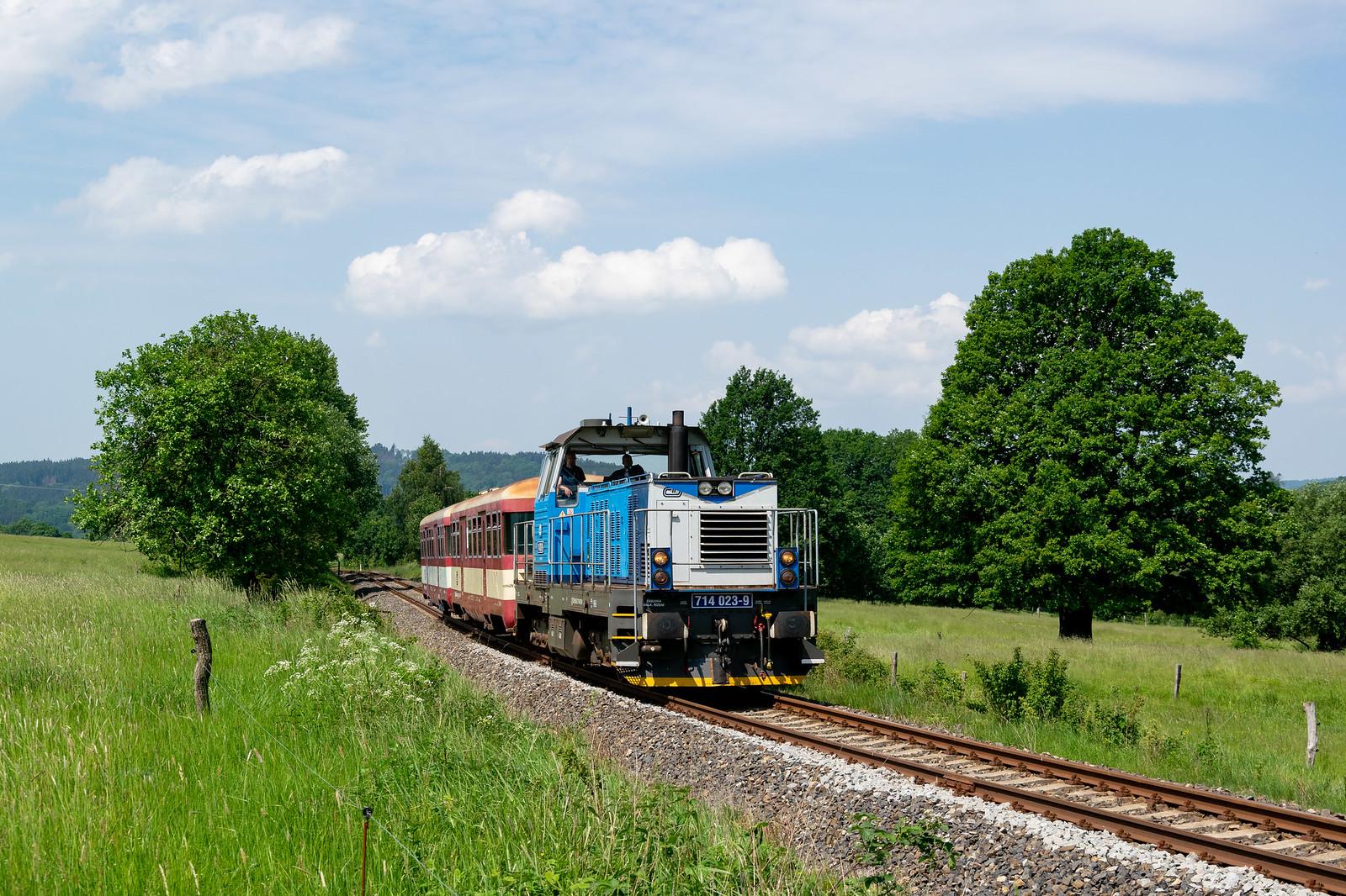 714 023 in Mikulášovice horní nádraží