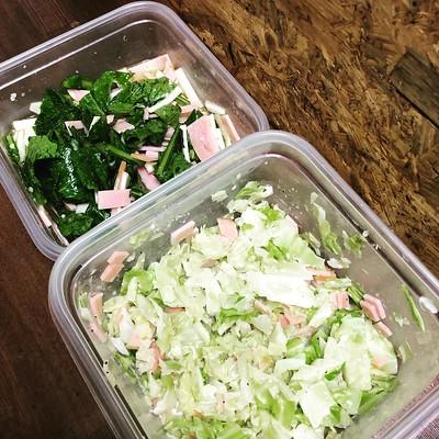 野菜室がご機嫌になってきた!!野菜の作り置き本気出す季節きたわ。カブの葉っぱも使ったニンニクマリネ、キャベツのコールスローサラダ。