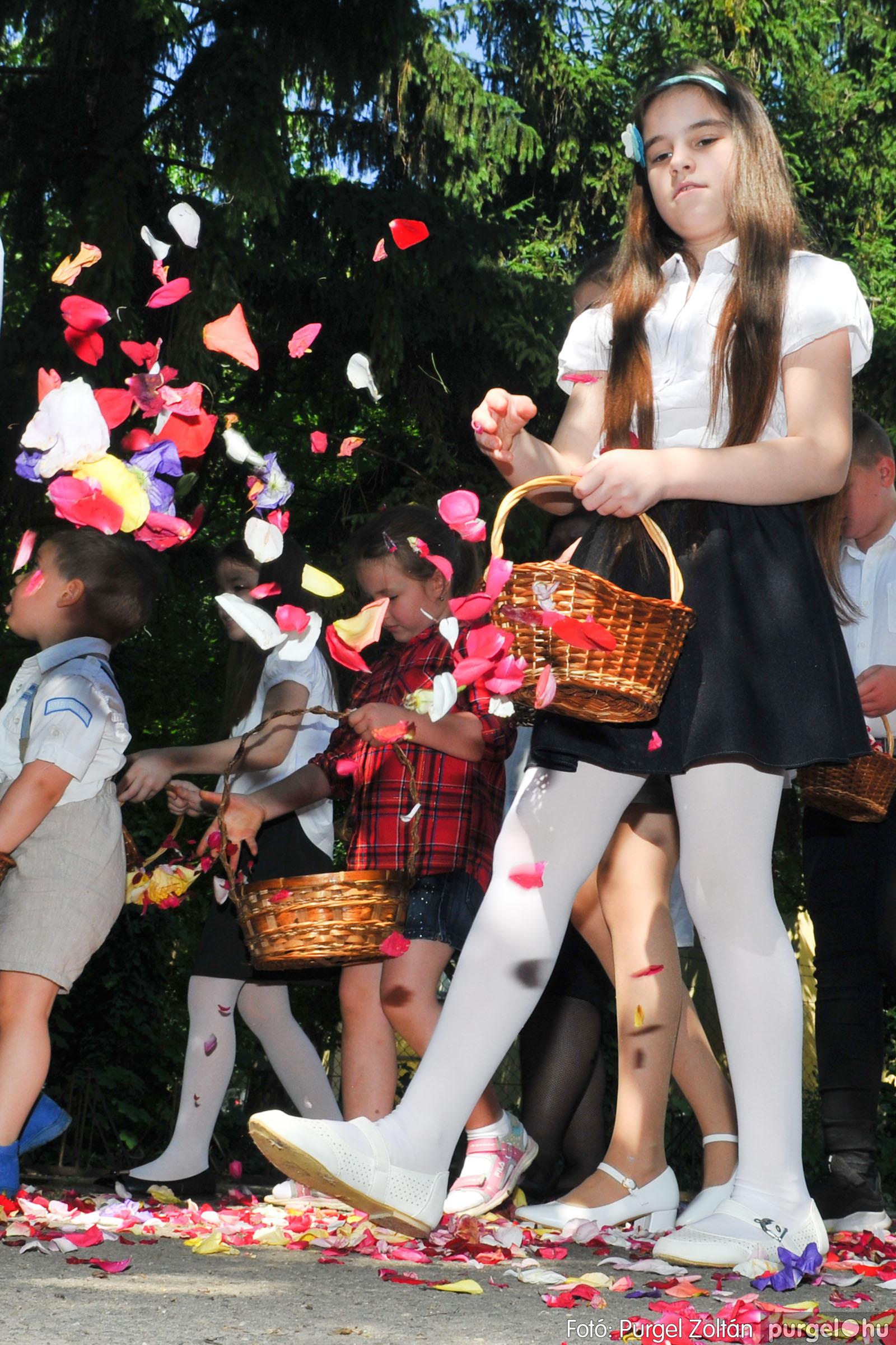 2020.06.14. 018 Úrnapi körmenet a Kisboldogasszony Templomnál - Fotó:PURGEL ZOLTÁN© D3K_7683q.jpg