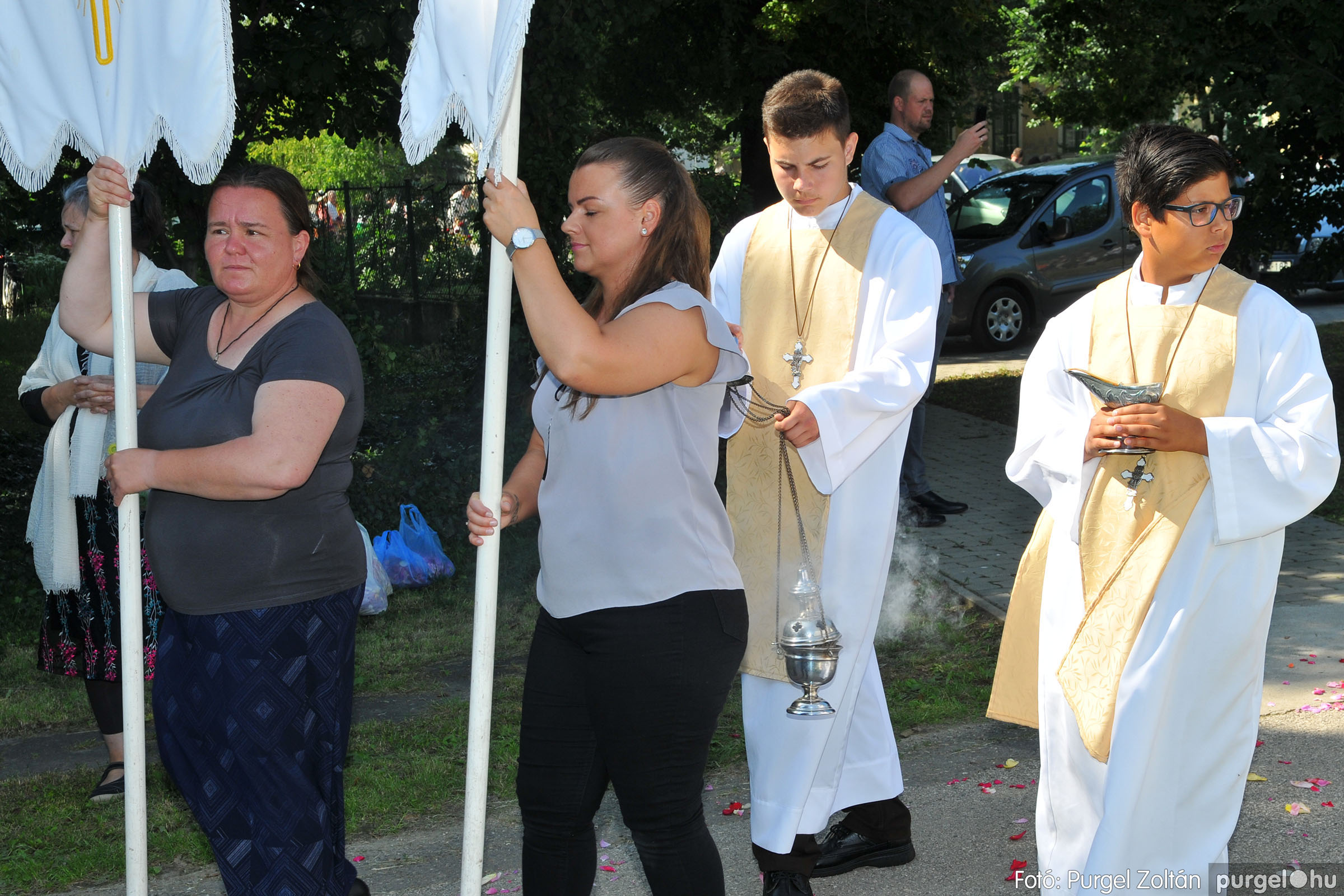 2020.06.14. 010 Úrnapi körmenet a Kisboldogasszony Templomnál - Fotó:PURGEL ZOLTÁN© D3K_7653q.jpg