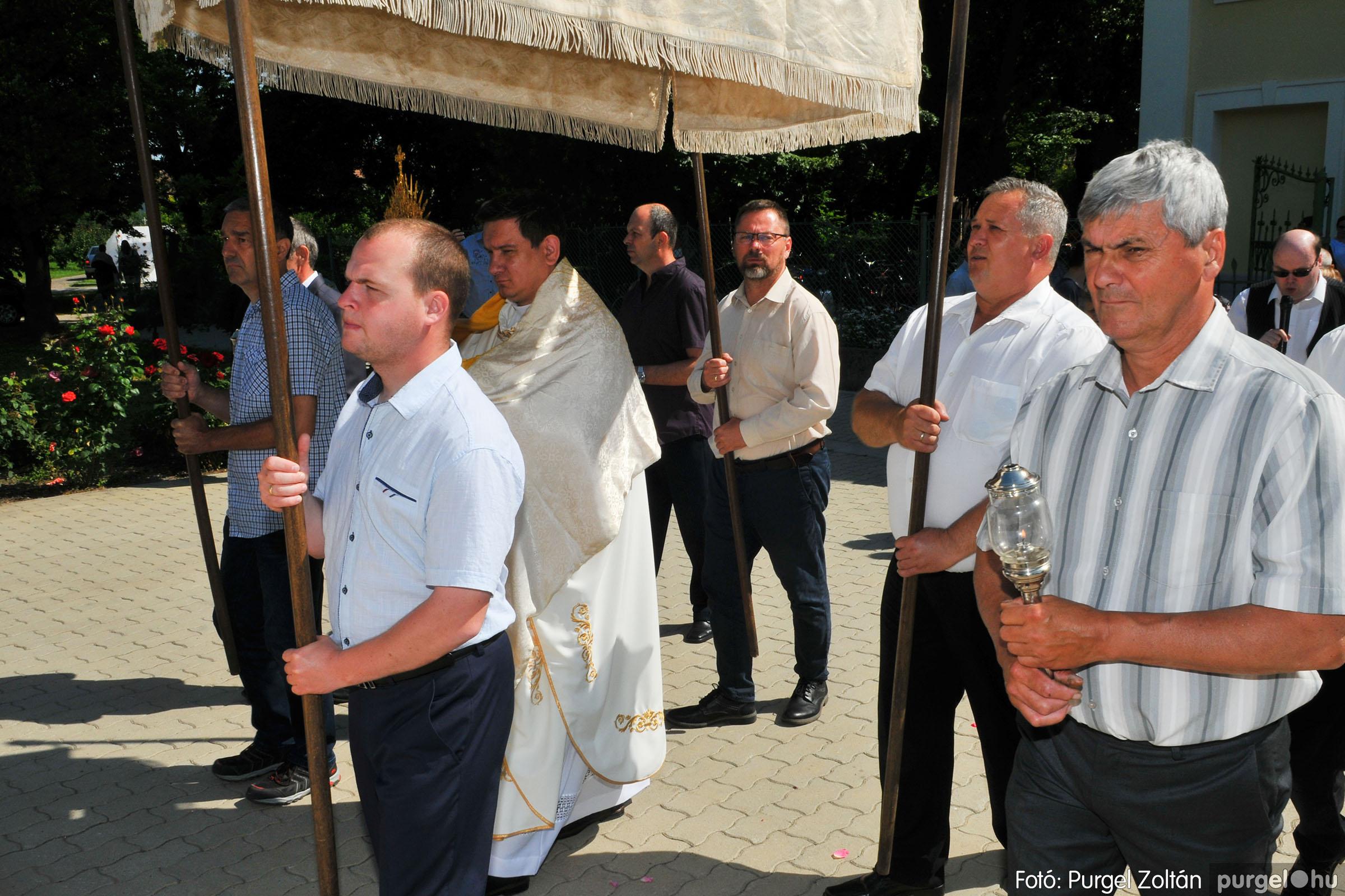 2020.06.14. 005 Úrnapi körmenet a Kisboldogasszony Templomnál - Fotó:PURGEL ZOLTÁN© D3K_7643q.jpg