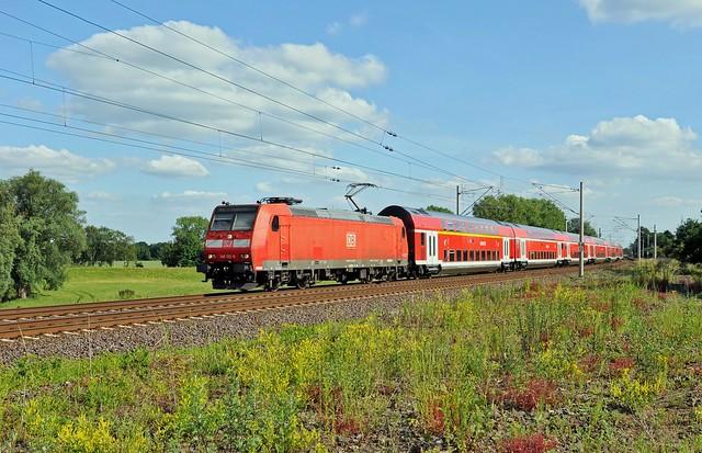 DB 146 132 mit RE 8 (14048) Hannover Hbf - Bremen Hbf (Wahnebergen, 14.06.17).