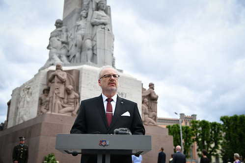 14.06.2020. Valsts prezidents Egils Levits noliek ziedus pie Brīvības pieminekļa Komunistiskā genocīda upuru piemiņas dienā