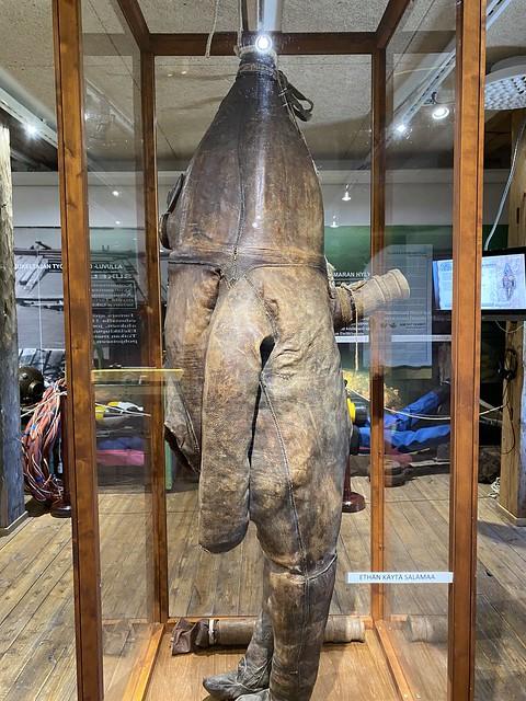 Wanha herra - Maailman vanhin sukelluspuku