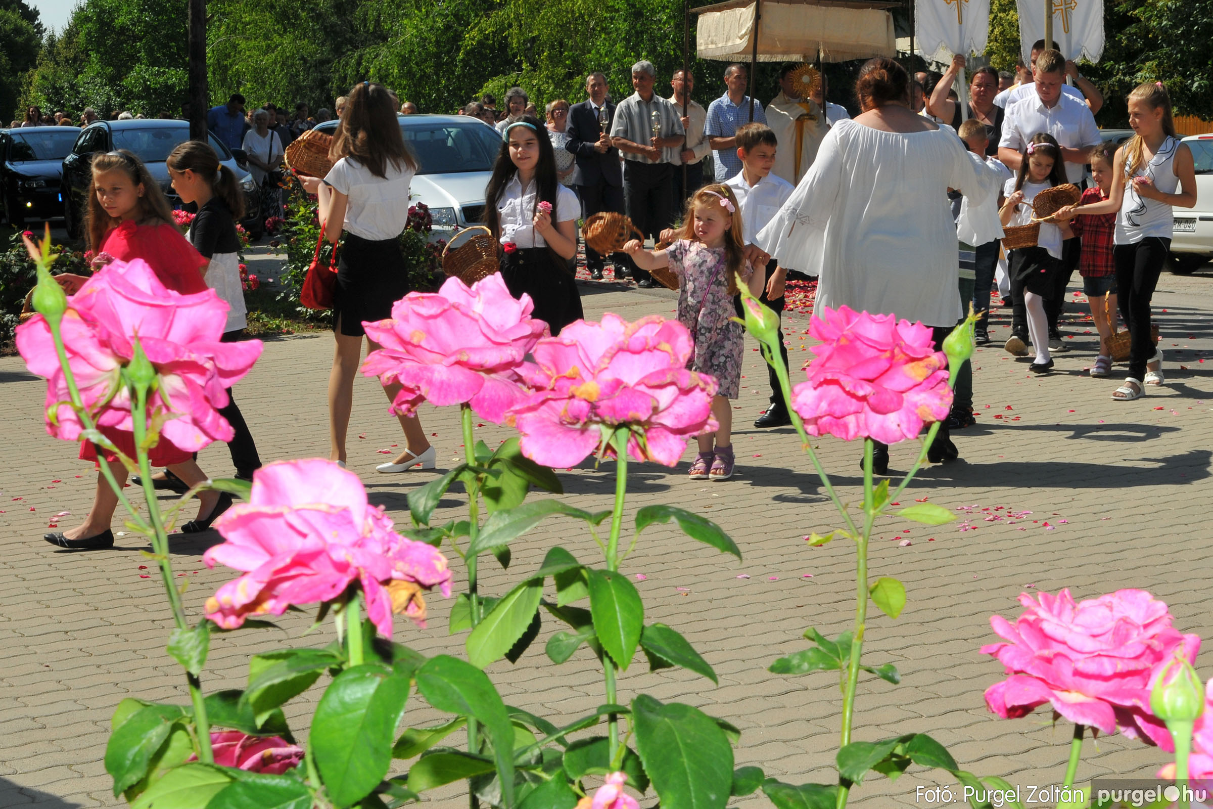 2020.06.14. 030 Úrnapi körmenet a Kisboldogasszony Templomnál - Fotó:PURGEL ZOLTÁN© D3K_7716q.jpg