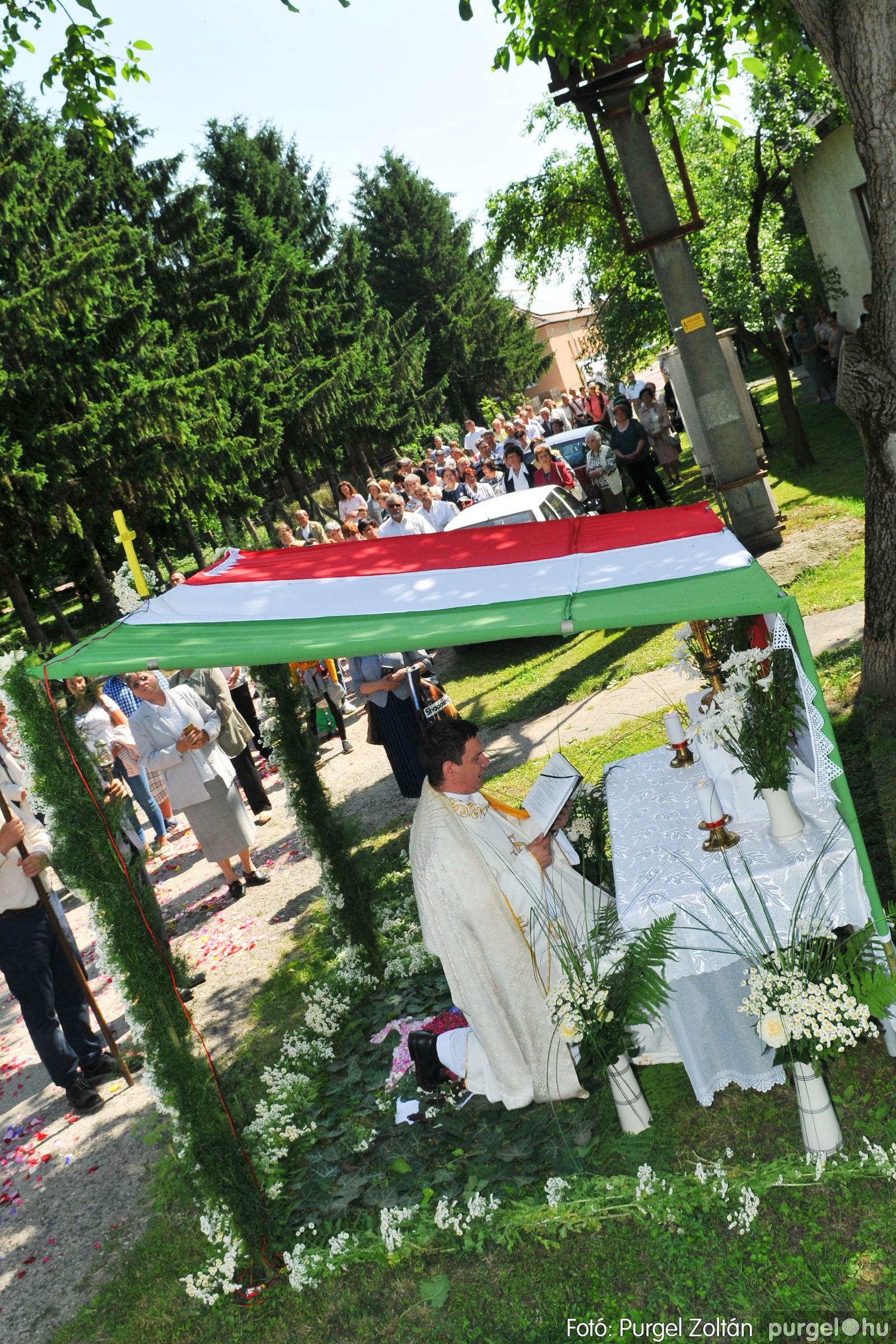 2020.06.14. 027 Úrnapi körmenet a Kisboldogasszony Templomnál - Fotó:PURGEL ZOLTÁN© D3K_7713q.jpg