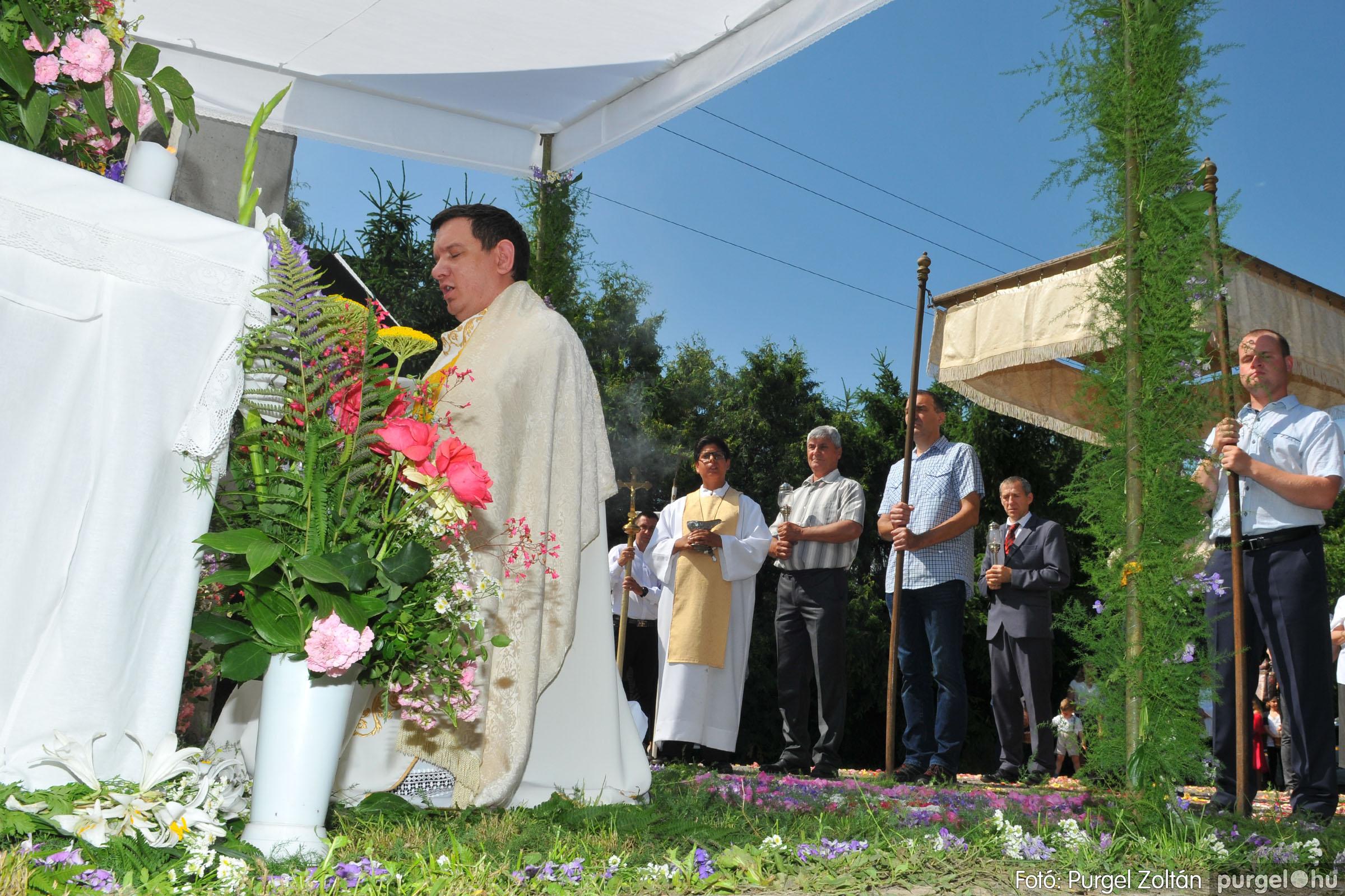 2020.06.14. 022 Úrnapi körmenet a Kisboldogasszony Templomnál - Fotó:PURGEL ZOLTÁN© D3K_7699q.jpg