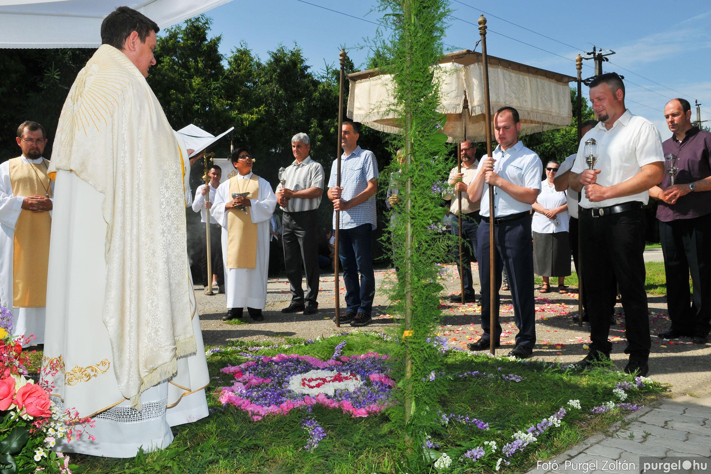 2020.06.14. 021 Úrnapi körmenet a Kisboldogasszony Templomnál - Fotó:PURGEL ZOLTÁN© D3K_7694q.jpg