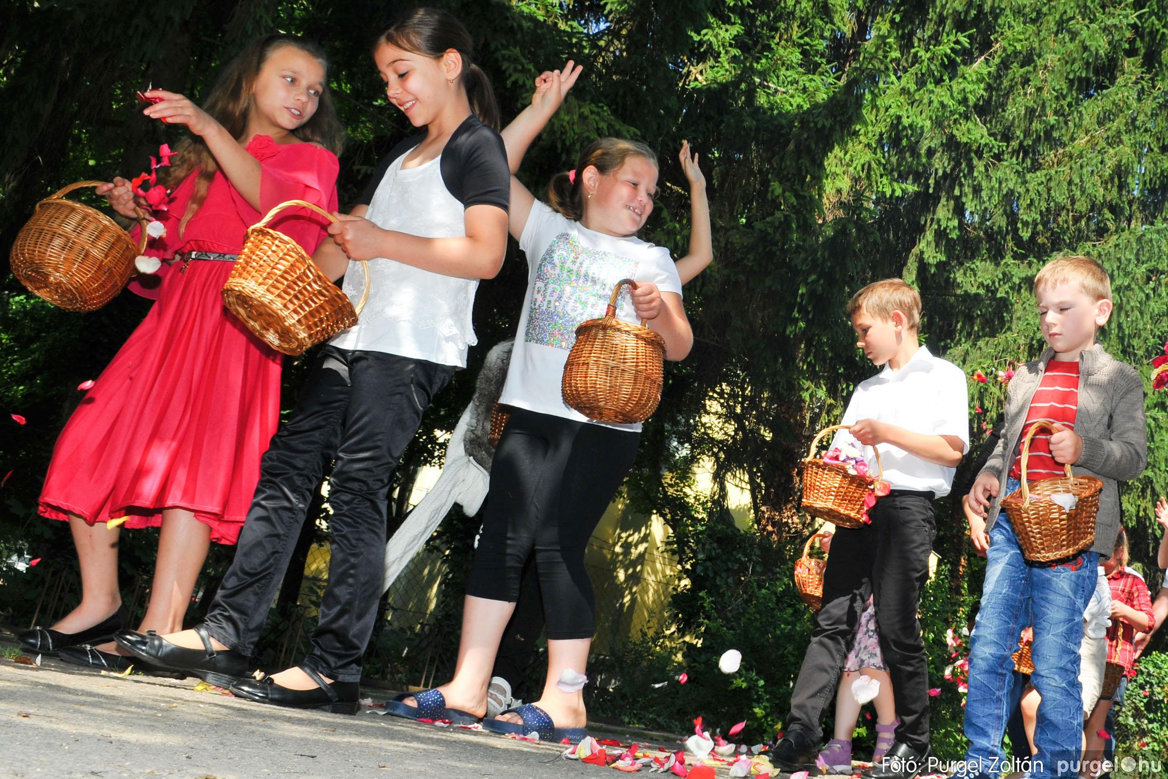 2020.06.14. 016 Úrnapi körmenet a Kisboldogasszony Templomnál - Fotó:PURGEL ZOLTÁN© D3K_7679q.jpg