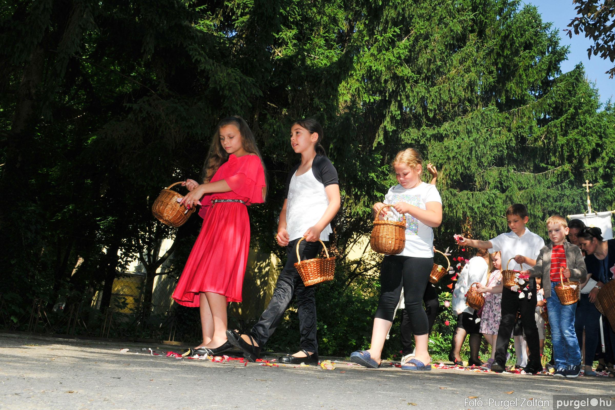 2020.06.14. 015 Úrnapi körmenet a Kisboldogasszony Templomnál - Fotó:PURGEL ZOLTÁN© D3K_7678q.jpg
