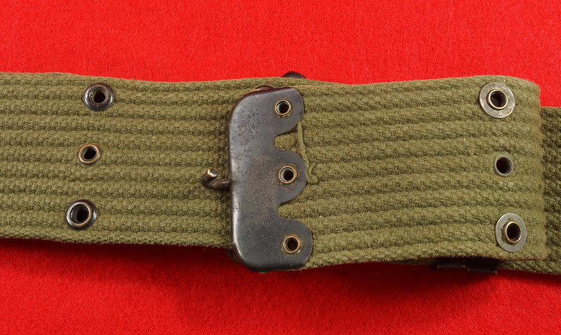 RD26809 Vintage US WWII M1936 Pistol Belt Khaki with Bronze Buckle Fittings DSC07880