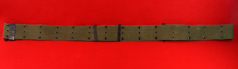RD26809 Vintage US WWII M1936 Pistol Belt Khaki with Bronze Buckle Fittings DSC07874