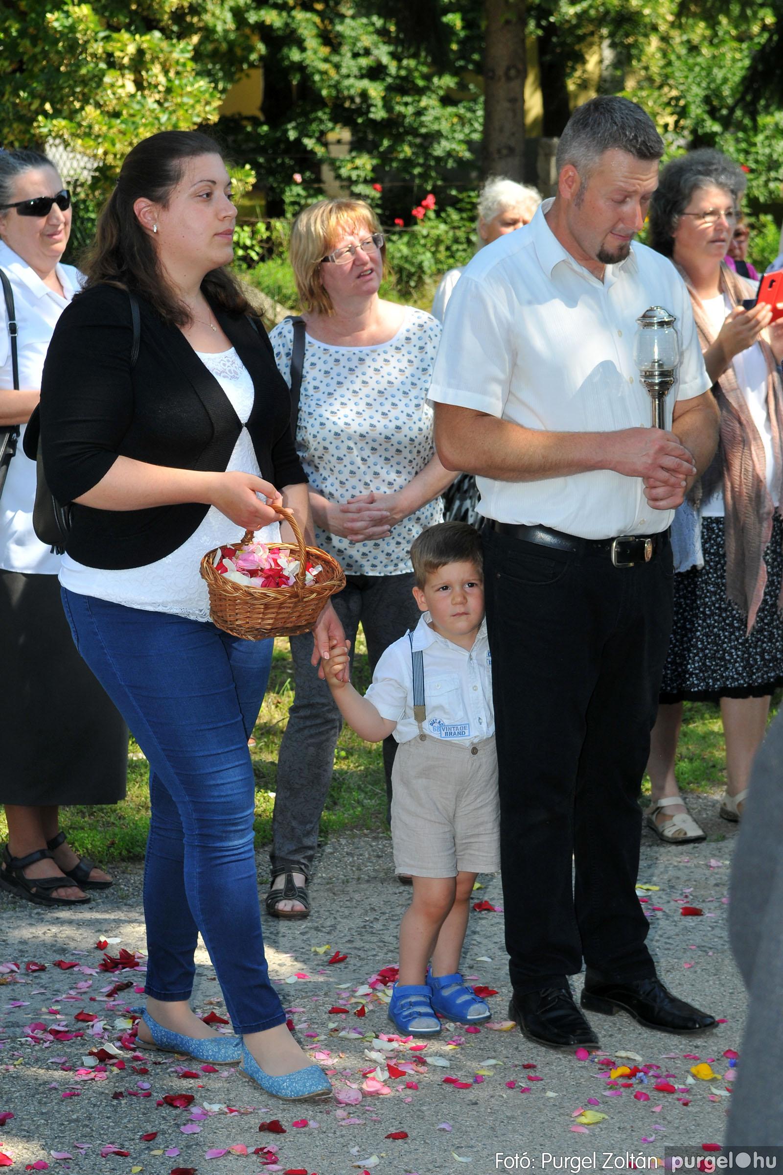 2020.06.14. 028 Úrnapi körmenet a Kisboldogasszony Templomnál - Fotó:PURGEL ZOLTÁN© D3K_7714q.jpg