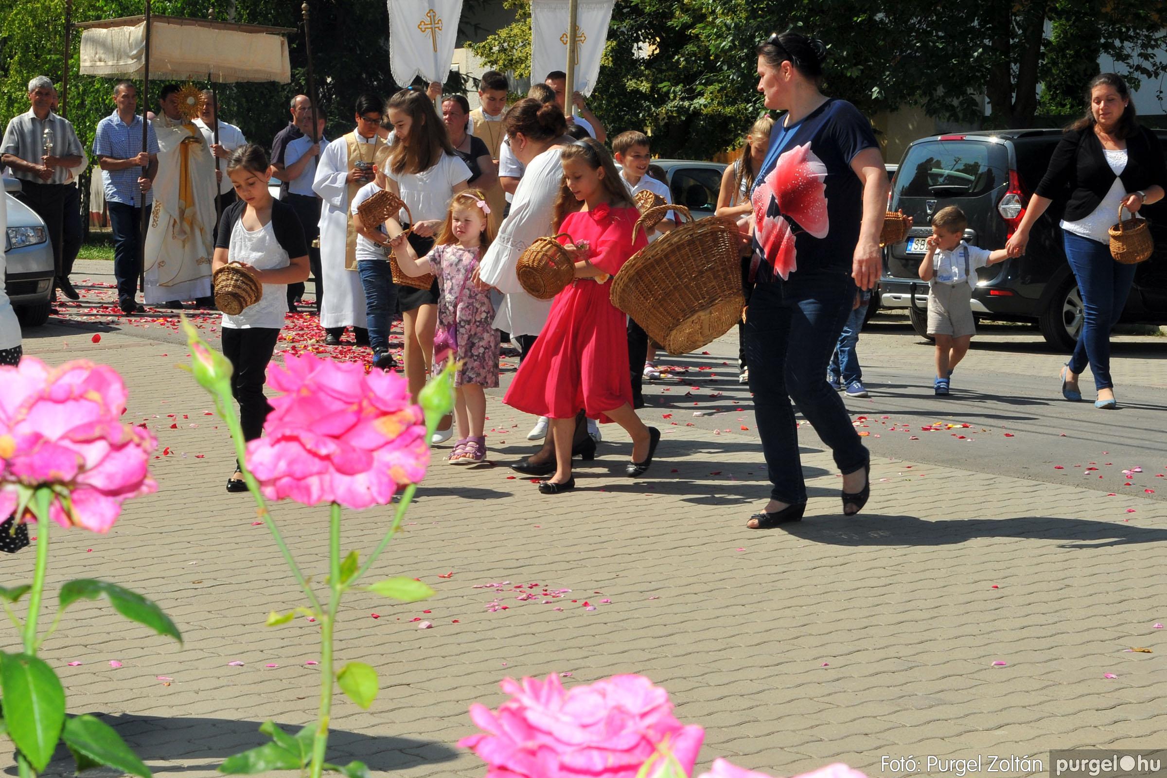2020.06.14. 029 Úrnapi körmenet a Kisboldogasszony Templomnál - Fotó:PURGEL ZOLTÁN© D3K_7715q.jpg