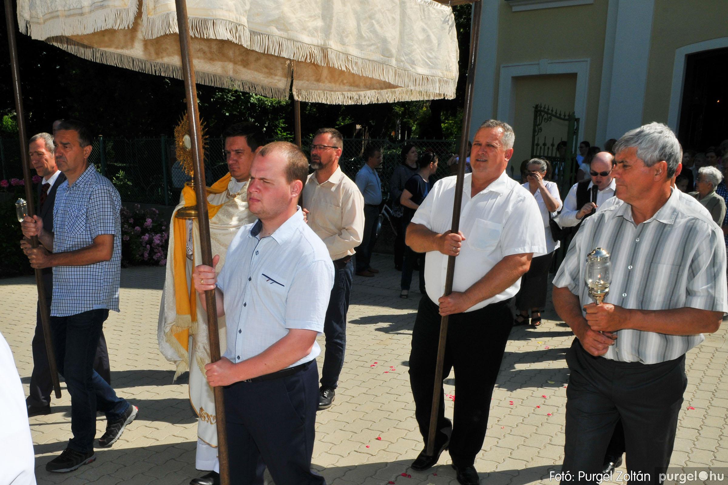 2020.06.14. 004 Úrnapi körmenet a Kisboldogasszony Templomnál - Fotó:PURGEL ZOLTÁN© D3K_7642q.jpg