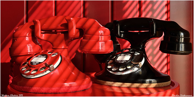 DT3-1860 Western Electric 202 red + black