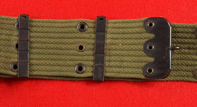 RD26809 Vintage US WWII M1936 Pistol Belt Khaki with Bronze Buckle Fittings DSC07879