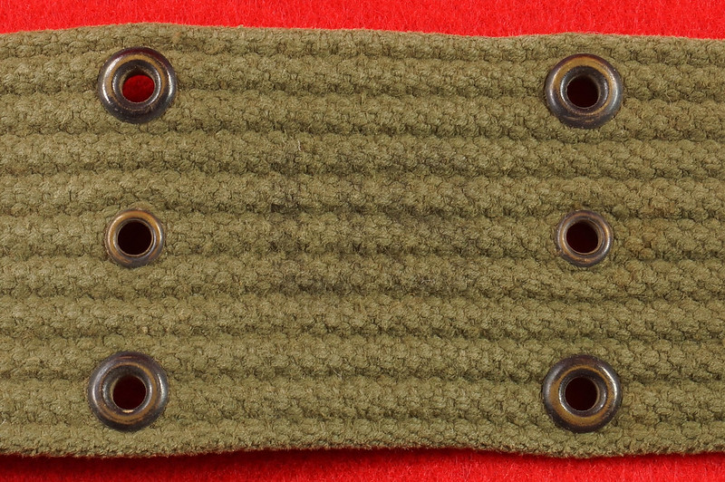RD26809 Vintage US WWII M1936 Pistol Belt Khaki with Bronze Buckle Fittings DSC07877