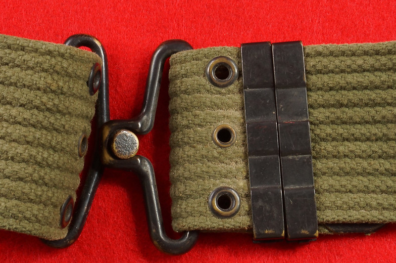 RD26809 Vintage US WWII M1936 Pistol Belt Khaki with Bronze Buckle Fittings DSC07876