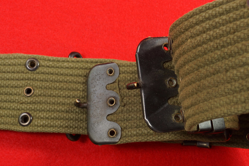 RD26809 Vintage US WWII M1936 Pistol Belt Khaki with Bronze Buckle Fittings DSC07881