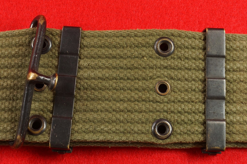 RD26809 Vintage US WWII M1936 Pistol Belt Khaki with Bronze Buckle Fittings DSC07878
