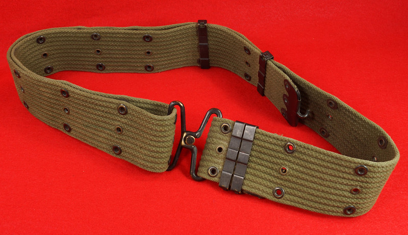RD26809 Vintage US WWII M1936 Pistol Belt Khaki with Bronze Buckle Fittings DSC07875