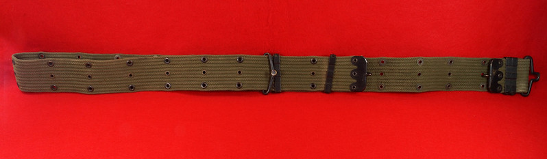 RD26809 Vintage US WWII M1936 Pistol Belt Khaki with Bronze Buckle Fittings DSC07873