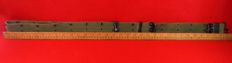RD26809 Vintage US WWII M1936 Pistol Belt Khaki with Bronze Buckle Fittings DSC07872