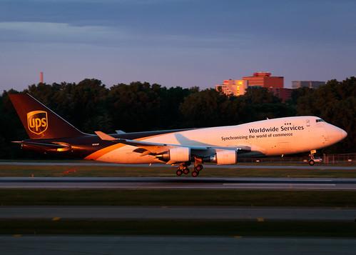 minneapolisstpaulinternationalairport msp kmsp mspairport sdfmsp ups560 n582up boeing 747 b744 7474r7f ups upsairlines aviation avgeek cargoplane