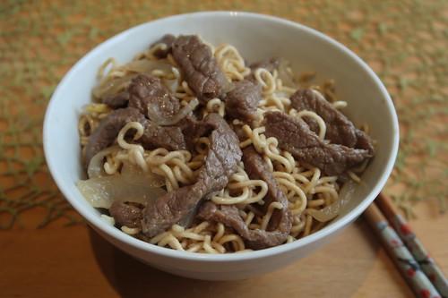 Rindfleisch mit Zwiebeln und Mie-Nudeln (mein zweites Schüsselchen)