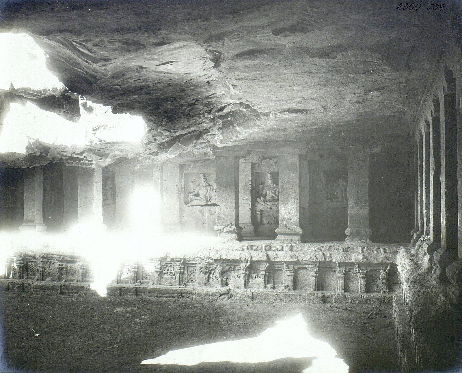 Храм Кайласа в Эллоре (внутренний вид)11