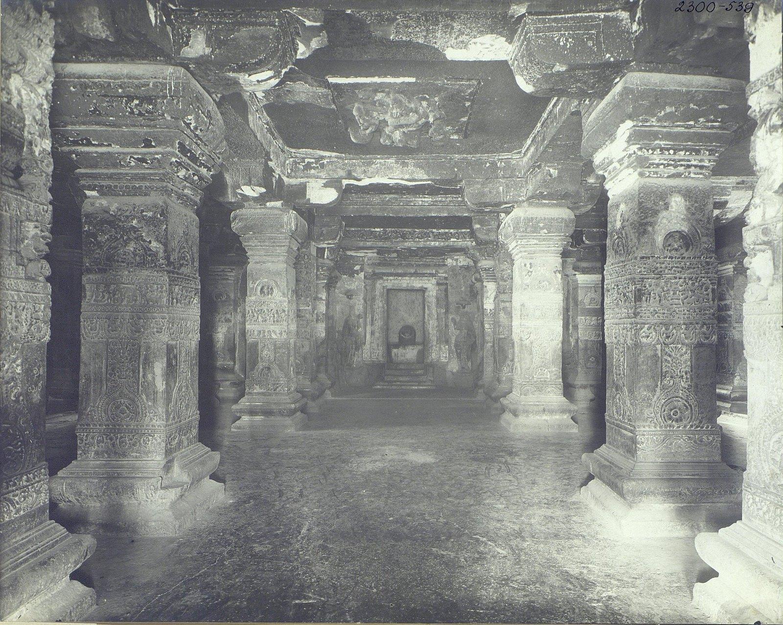 Храм Кайласа в Эллоре (внутренний вид)