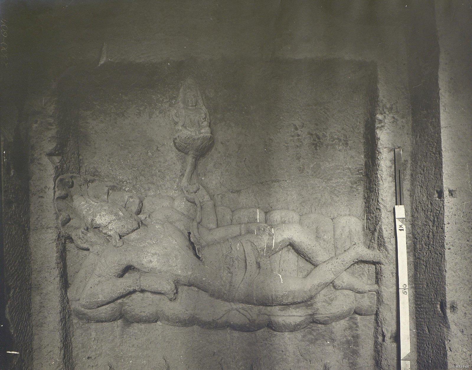 Храм Кайласа в Эллоре (Брахма в лотосе, растущем из пупка Вишну)