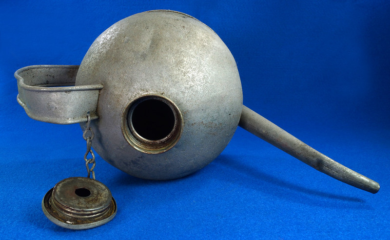 RD26372 Antique Eagle Steel Railroad Oil Fuel Can with Spout & Chained Cap DSC07987