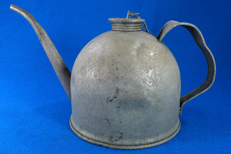 RD26372 Antique Eagle Steel Railroad Oil Fuel Can with Spout & Chained Cap DSC07979