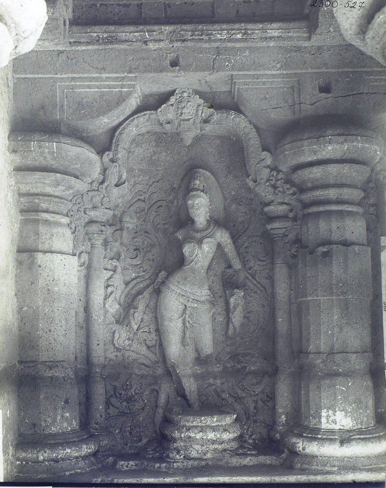 Храм Кайласа в Эллоре (двор)1