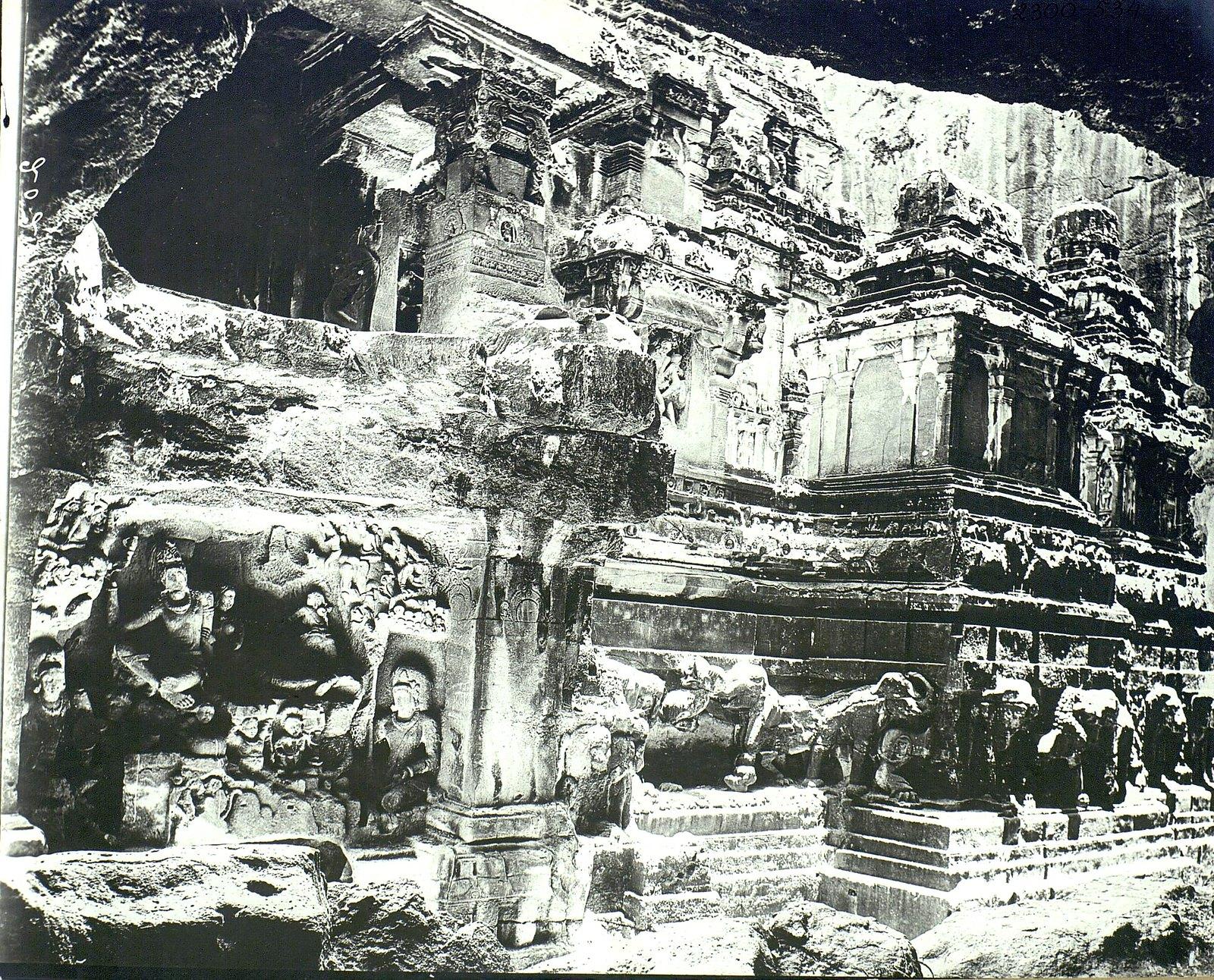 Храм Кайласа в Эллоре (двор) (7)