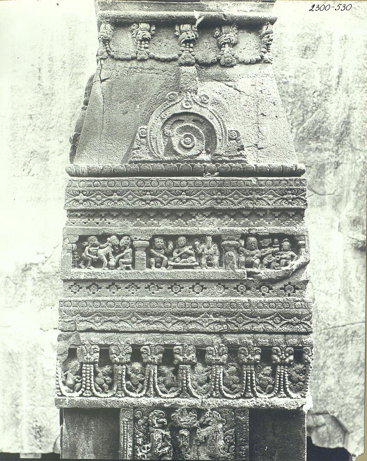 Храм Кайласа в Эллоре (двор) (6)