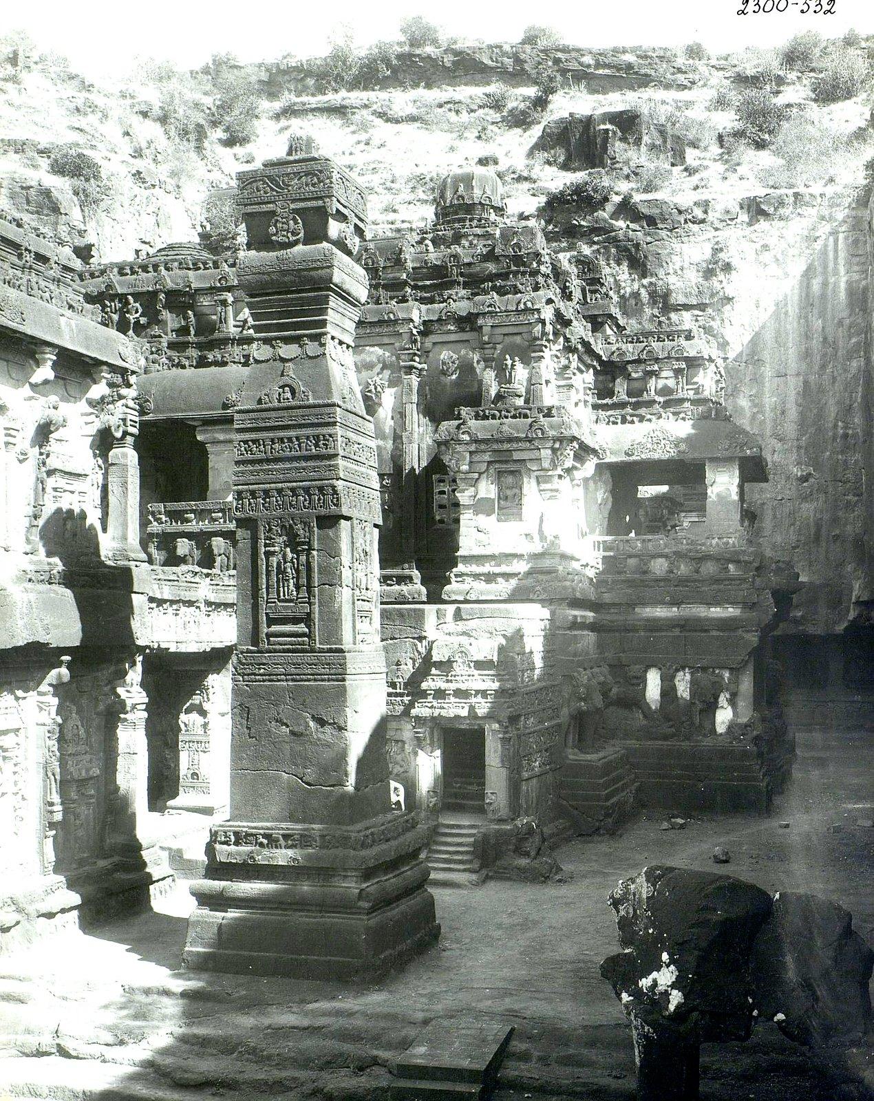 Храм Кайласа в Эллоре (двор) (5)