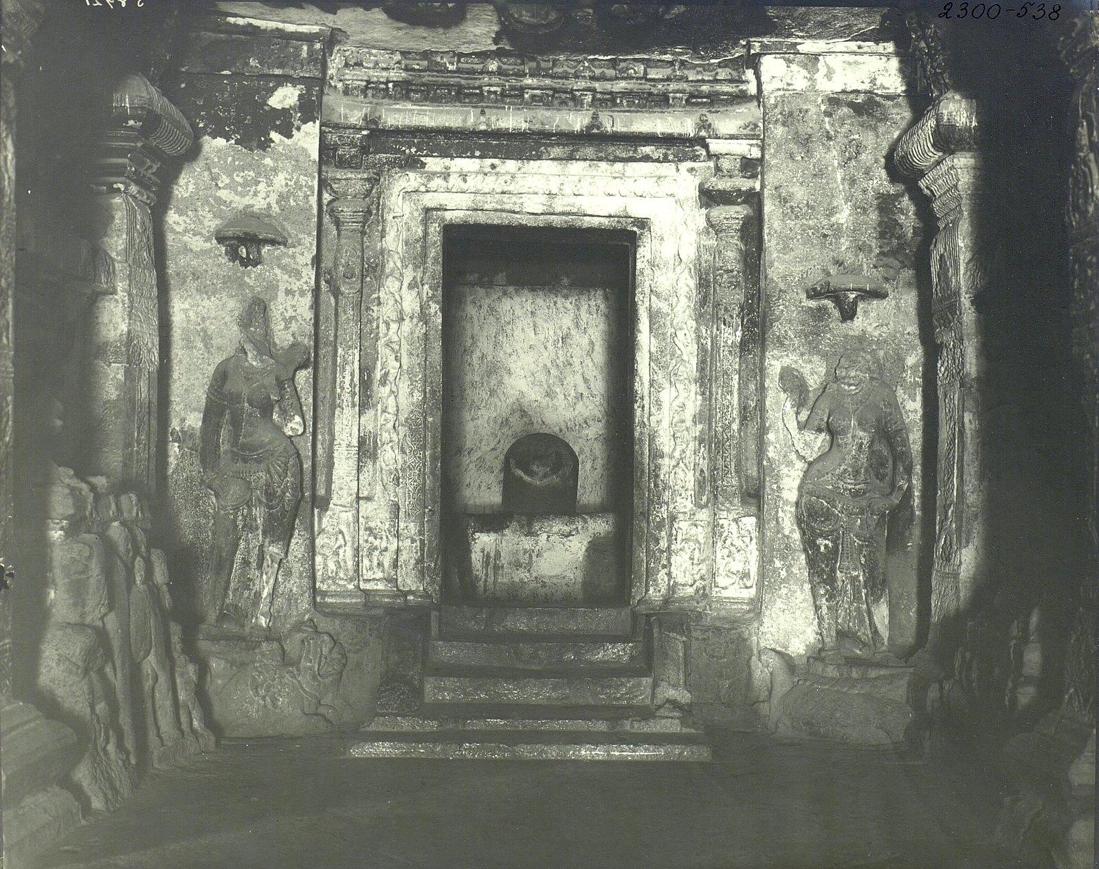 Храм Кайласа в Эллоре (двор) (3)