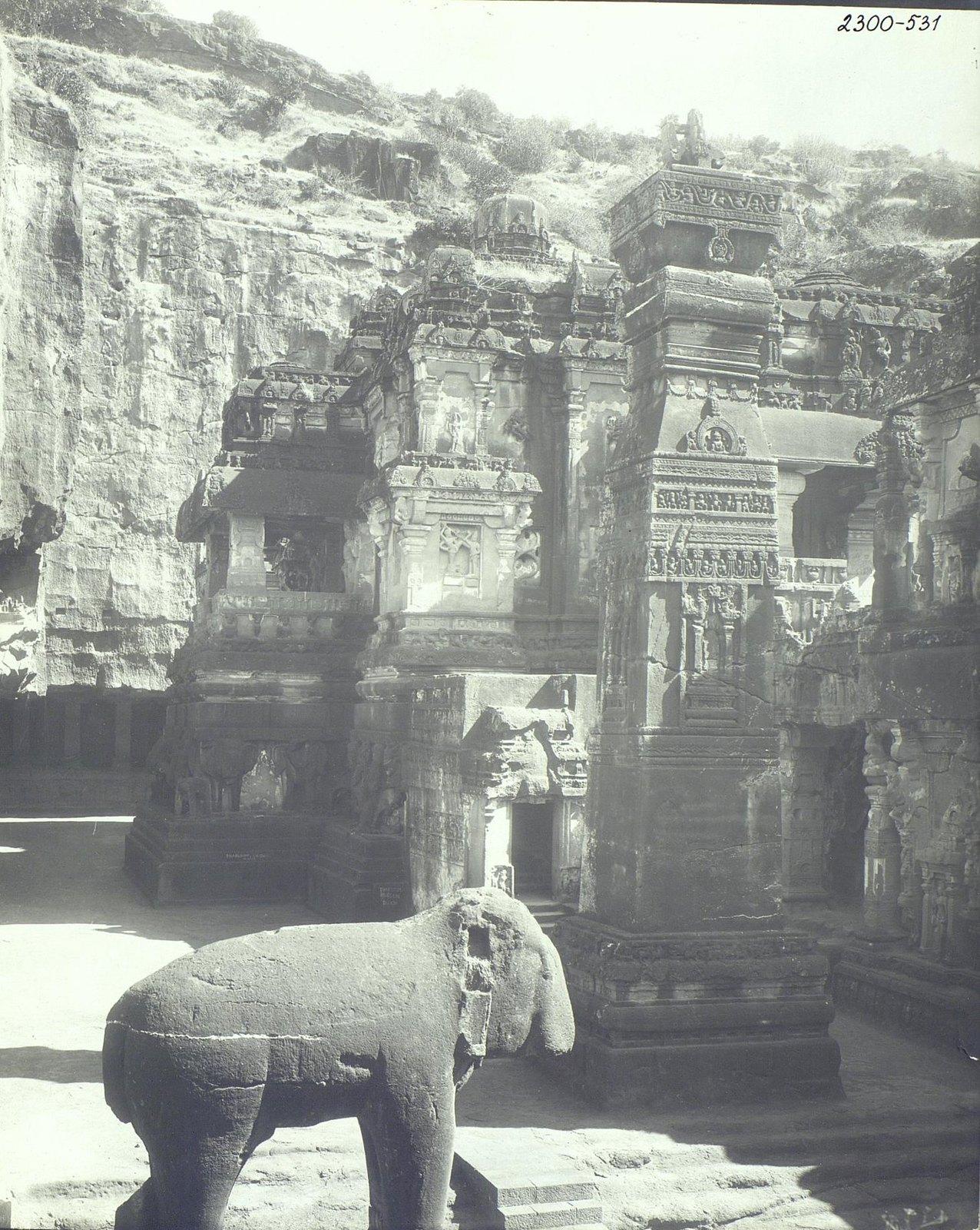 Храм Кайласа в Эллоре (двор) (2)