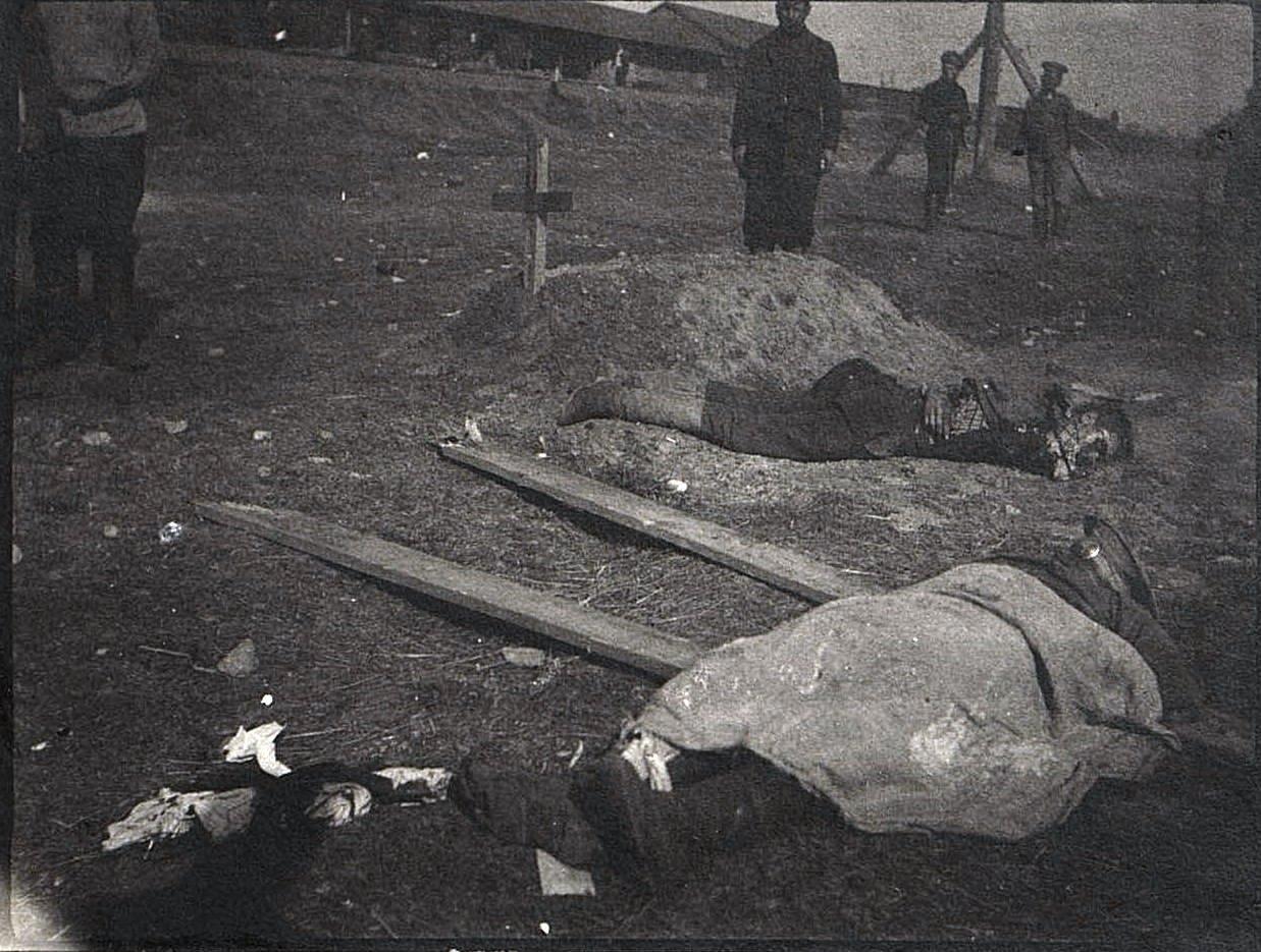 Солдаты, погибшие от немецкой бомбы