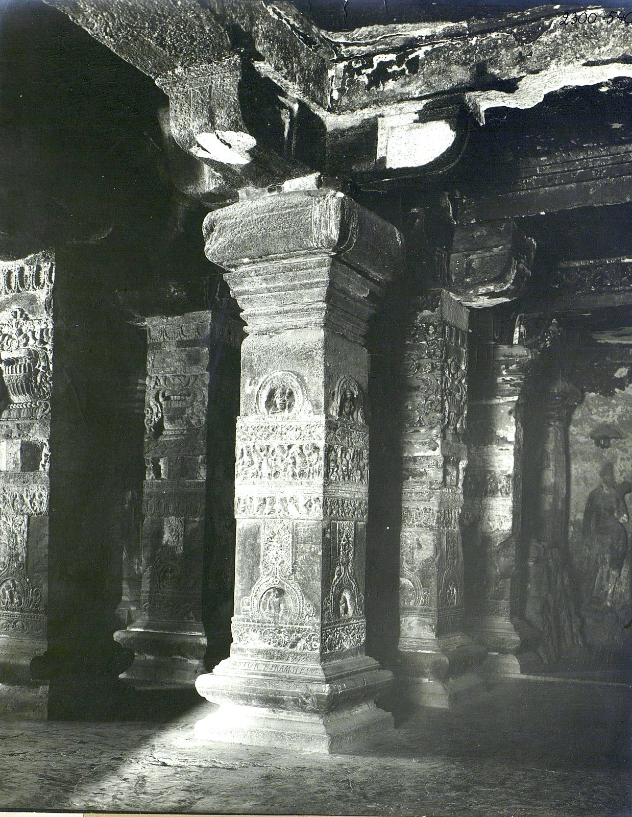 Храм Кайласа в Эллоре (детали входа) (6)
