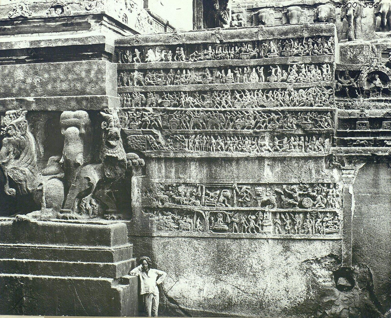 Храм Кайласа в Эллоре (двор) (8)