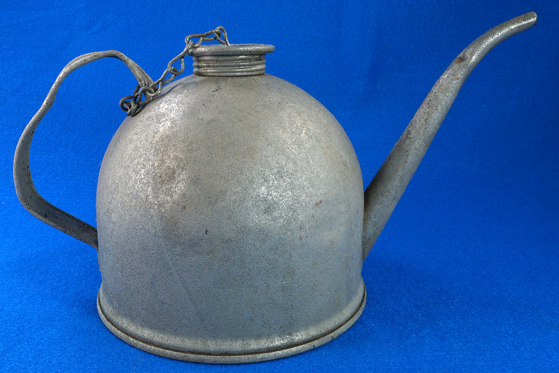 RD26372 Antique Eagle Steel Railroad Oil Fuel Can with Spout & Chained Cap DSC07980
