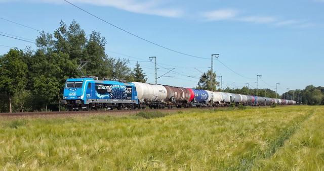 LTE 186 944 mit Kesselwagen-Zug. (Biodiesel) Salzbergen. (DE)