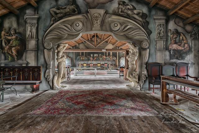 Abandoned Da Vinci Restaurant