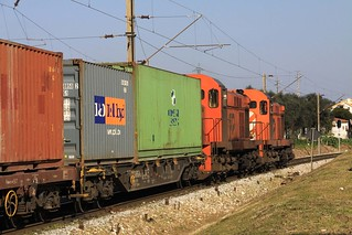 1553 & 1556 leaving Entroncamento with containers for Badajoz, 1st February 2011